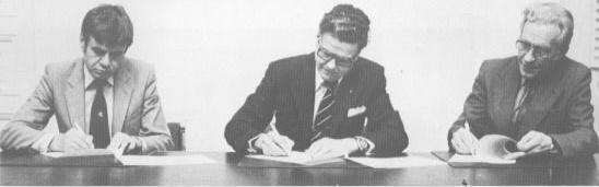 Jukolan järjestelysopimuksen allekirjoitus